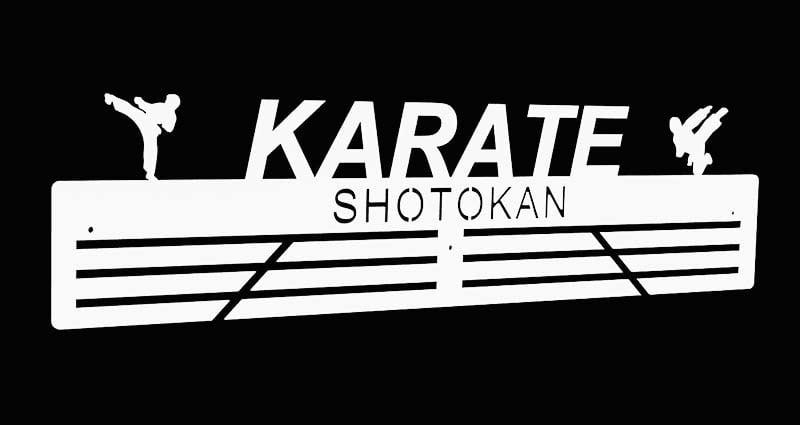 Biały wieszak na medale dla karateki