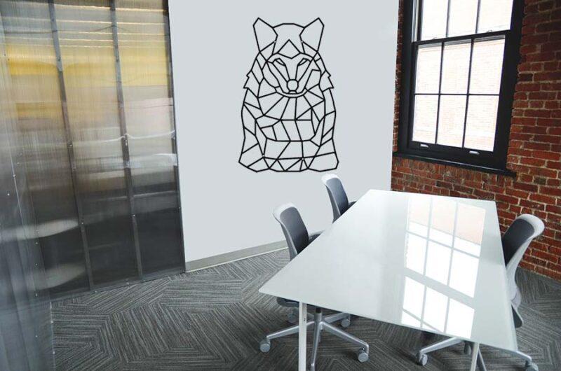Metalowy wilk geometryczny dekoracja na ściane
